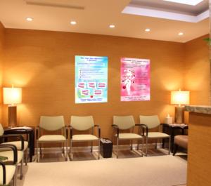 """Стоматологические плакаты """"Вам тоже надо обратиться к ортодонту"""" и """"Болезни десен опаснее, чем кажутся"""""""